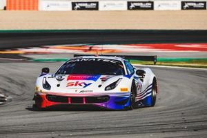 #93 SKY - Tempesta Racing Ferrari 488 GT3: Chris Froggatt, Jonathan Hui, Rino Mastronardi