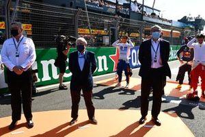 Jan Lammers e i rappresentanti di Zandvoort, tra cui il boss del circuito Robert van Overdijk, sulla griglia