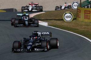 Yuki Tsunoda, AlphaTauri AT02, Sebastian Vettel, Aston Martin AMR21, and Robert Kubica, Alfa Romeo Racing C41