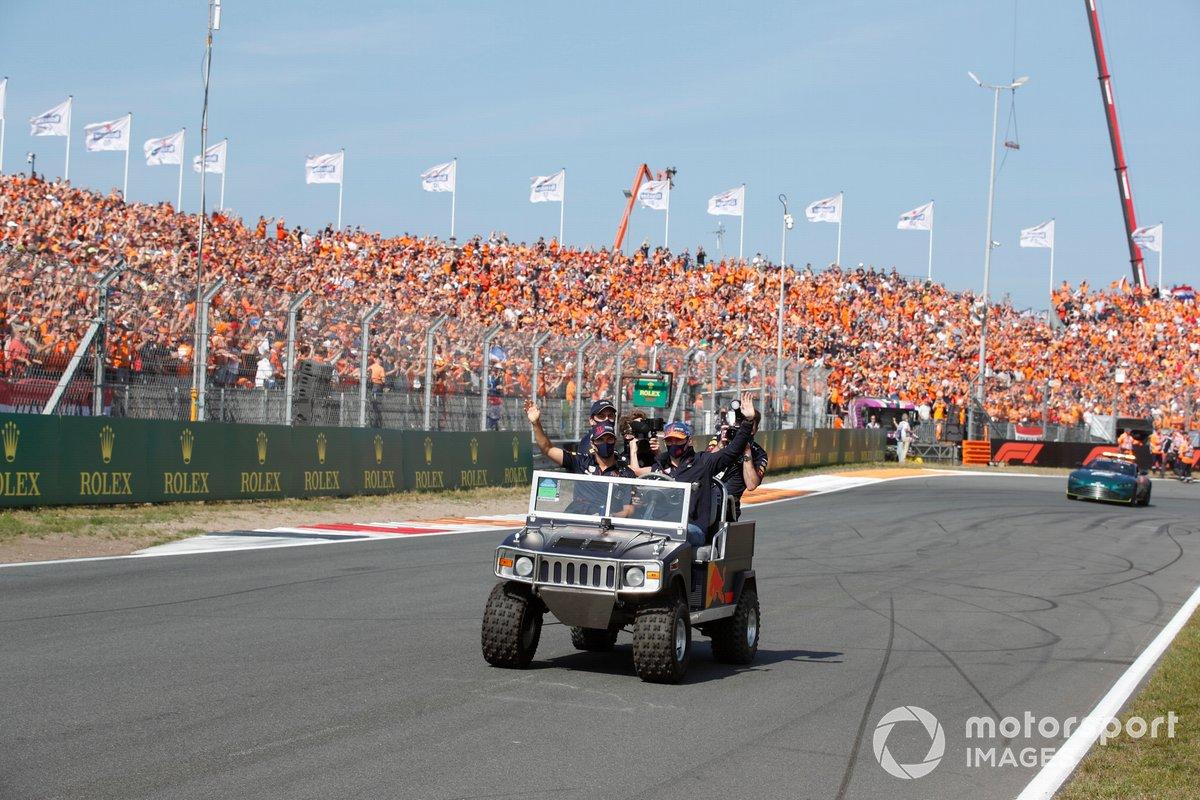 Sergio Pérez, Red Bull Racing, Max Verstappen, Red Bull Racing, en el desfile de pilotos