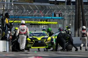 #14: Vasser Sullivan Lexus RC F GT3, GTD: Jack Hawksworth , Aaron Telitz pit stop.
