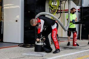 Toyota Gazoo Racing meccanici al lavoro