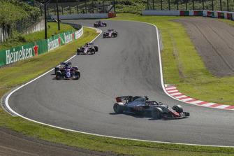 Romain Grosjean, Haas F1 Team VF-18 leads Pierre Gasly, Scuderia Toro Rosso STR13