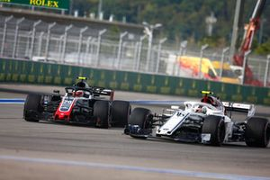 Charles Leclerc, Sauber C37 passes Kevin Magnussen, Haas F1 Team VF-18