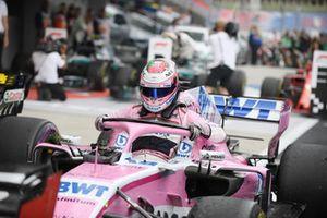 Sergio Perez, Racing Point Force India F1 Team dans le Parc Fermé