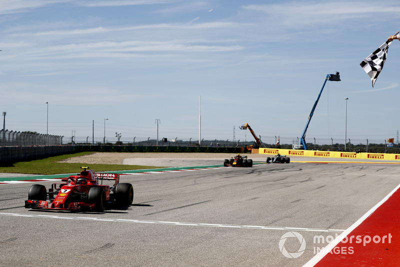 Kimi Raikkonen, Ferrari SF71H, Max Verstappen, Red Bull Racing RB14, y Lewis Hamilton, Mercedes AMG F1 W09 EQ Power+