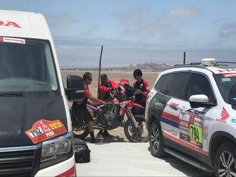 La moto de Joan Barreda (Honda) después de ser recuperada