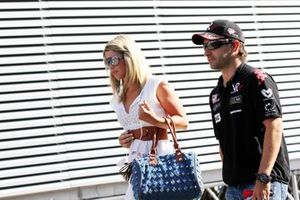 Timo Glock, Virgin Racing, con la fidanzata Isabell Reis