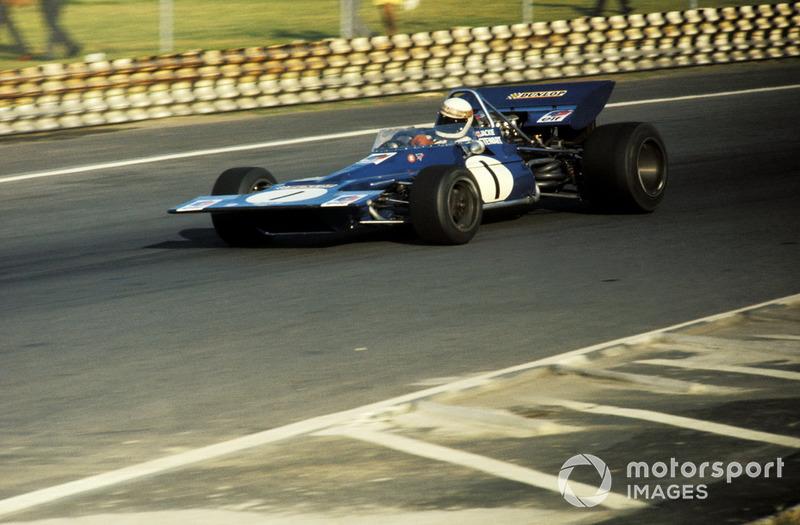 Джеки Стюарт, непобедимый в 1969 и 1971 годах, в том сезоне учил ездить Tyrrell 001, первую собственную машину команды Кена Тиррела, и всего четырежды добрался до финиша. В Мехико он показал второе квалификационное время, уступив Регаццони две неуловимых сотых.