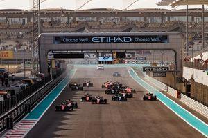 Start zum Formel-2-Finale 2018 in Abu Dhabi: Antonio Fuoco, Charouz Racing System, führt