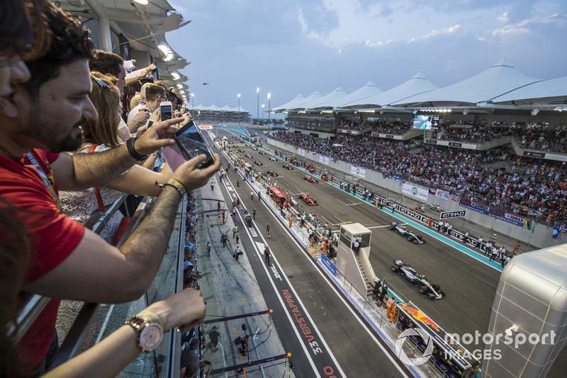Lewis Hamilton, Mercedes AMG F1 W09 EQ Power+, Valtteri Bottas, Mercedes AMG F1 W09 EQ Power+