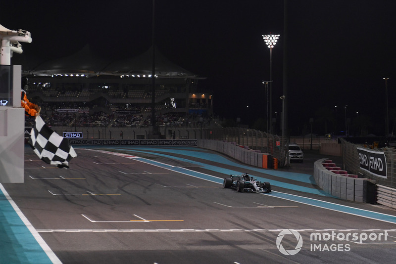 Lewis Hamilton, Mercedes-AMG F1 W09 takes the chequered flag at the end of Qualifying