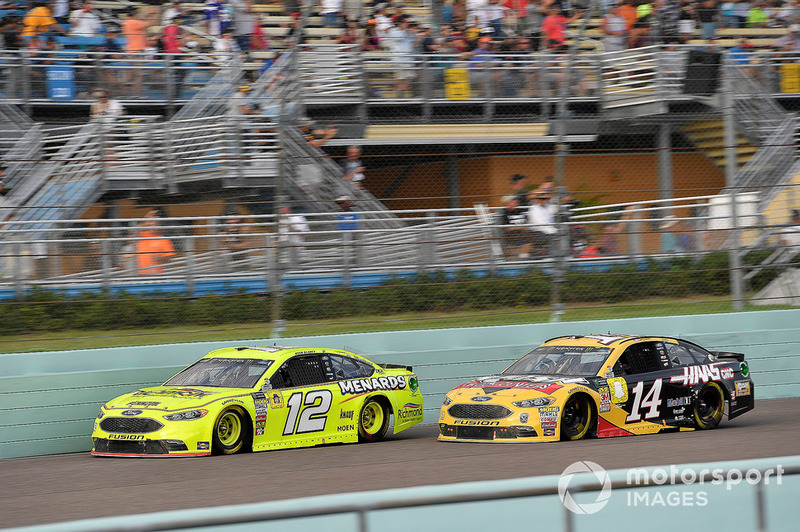 Ryan Blaney, Team Penske, Ford Fusion Menards/Richmond, Clint Bowyer, Stewart-Haas Racing, Ford Fusion Rush Truck Centers/Haas Automation VF1