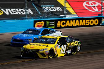 Daniel Suarez, Joe Gibbs Racing, Toyota Camry STANLEY and Matt Kenseth, Roush Fenway Racing, Ford Fusion Wyndham Rewards