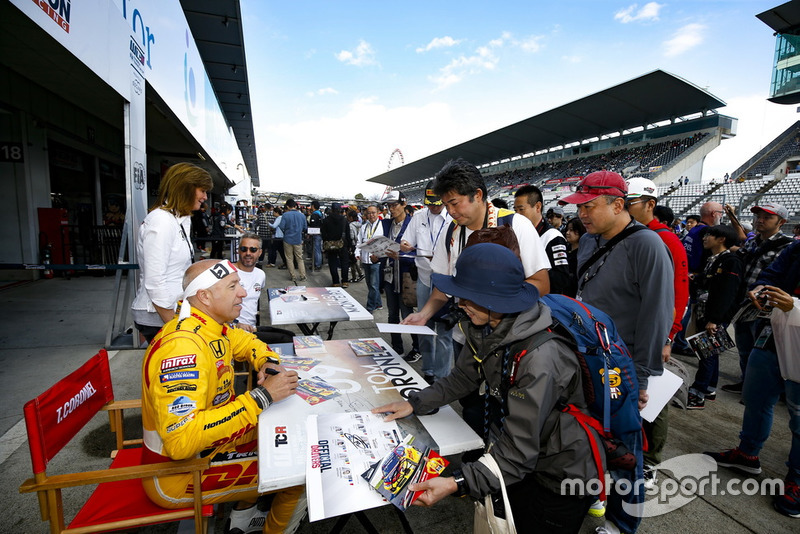 Sessione di autografi: Tom Coronel, Boutsen Ginion Racing Honda Civic Type R TCR