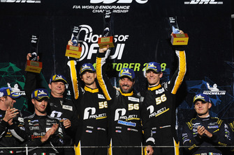 Podio GT AM: ganadores #56 Team Project 1 Porsche 911 RSR: Jorg Bergmeister, Patrick Lindsey, Egidio Perfetti