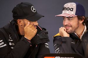 Lewis Hamilton, Mercedes AMG F1, and Fernando Alonso, McLaren