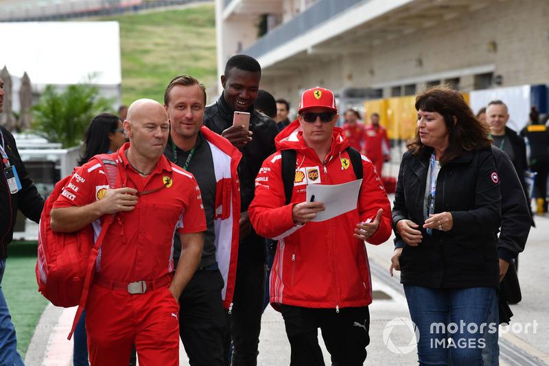 Kimi Raikkonen, Ferrari and trainer Mark Arnall with fans