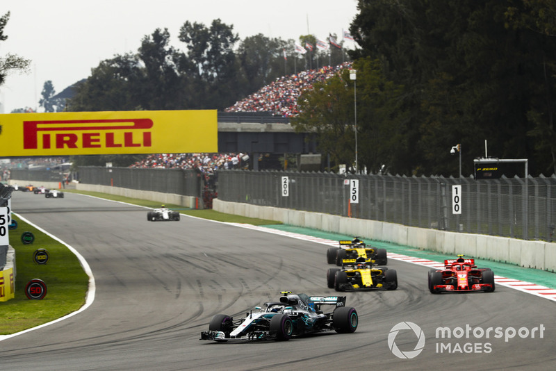Valtteri Bottas, Mercedes AMG F1 W09 EQ Power+, Carlos Sainz Jr., Renault Sport F1 Team R.S. 18, Kimi Raikkonen, Ferrari SF71H, y Nico Hulkenberg, Renault Sport F1 Team R.S. 18