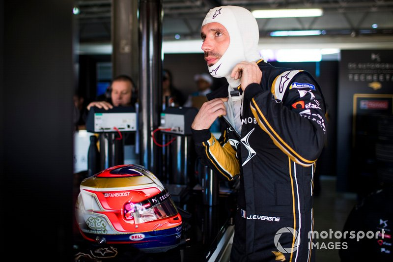 Jean-Eric Vergne, DS TECHEETAH, gets ready to get into the car