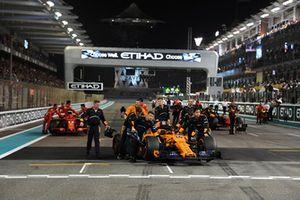 McLaren mechanics with car of Fernando Alonso, McLaren MCL33 in Parc Ferme