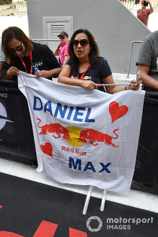 Daniel Ricciardo, Red Bull Racing fans and banner