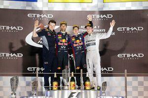 Podio: ganador de la carrera Sebastian Vettel, Red Bull Racing, segundo lugar Mark Webber, Red Bull Racing, tercer lugar Nico Rosberg, Mercedes AMG