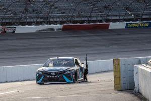 Ganador Martin Truex Jr., Joe Gibbs Racing, Toyota Camry Auto-Owners Insurance y el equipo celebran la victoria