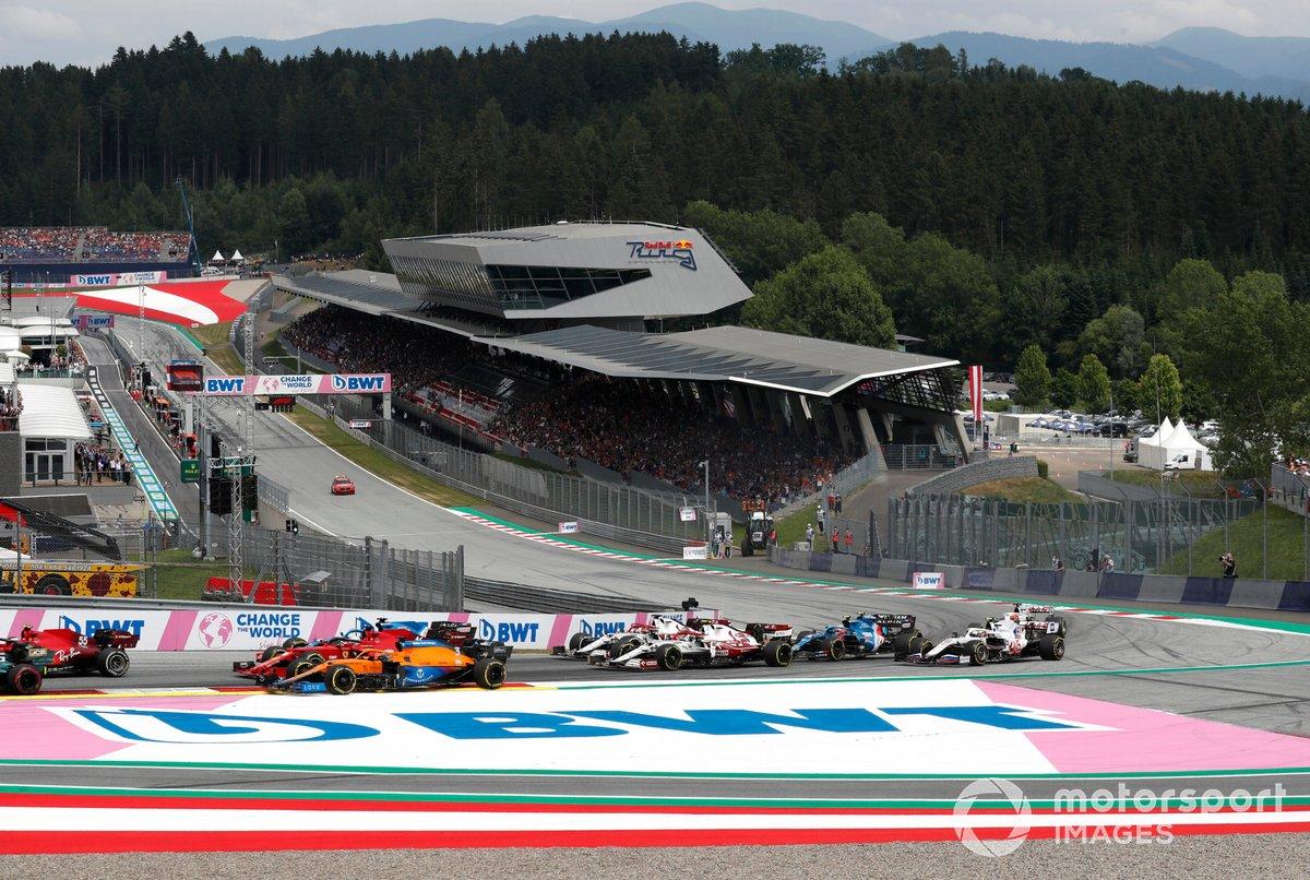 Daniel Ricciardo, McLaren MCL35M, Charles Leclerc, Ferrari SF21, Kimi Raikkonen, Alfa Romeo Racing C41