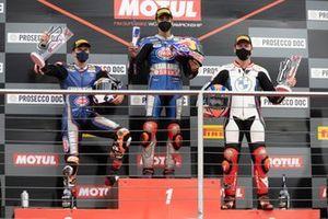 Podium: le 2ᵉ Garrett Gerloff, GRT Yamaha WorldSBK Team, le vainqueur Toprak Razgatlioglu, PATA Yamaha WorldSBK Team, le 3ᵉ Tom Sykes, BMW Motorrad WorldSBK Team