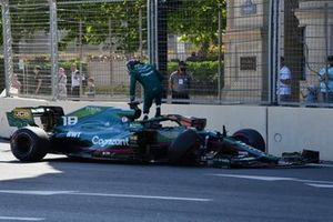 Lance Stroll, Aston Martin AMR21, crashes out during Qualifying
