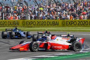 Robert Shwartzman, Prema Racing, si gira davanti a Theo Pourchaire, ART Grand Prix, e Guanyu Zhou, Uni-Virtuosi Racing