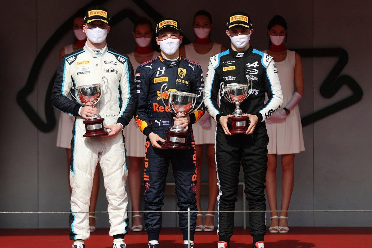 Podio: Liam Lawson, Hitech Grand Prix, Dan Ticktum, Carlin, Oscar Piastri, Prema Racing