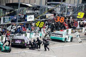 Alex Bowman, Hendrick Motorsports, Chevrolet Camaro Ally, Chase Elliott, Hendrick Motorsports, Chevrolet Camaro UniFirst