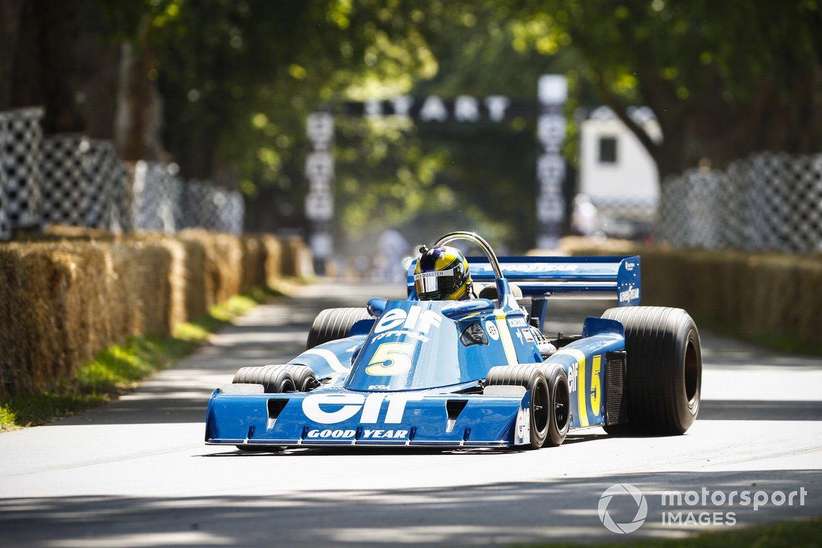 James Harrison au volant de la Tyrrell P34 (1976)