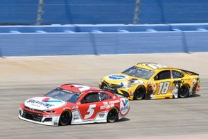 Kyle Larson, Hendrick Motorsports, Chevrolet Camaro Valvoline, Kyle Busch, Joe Gibbs Racing, Toyota Camry Pedigree
