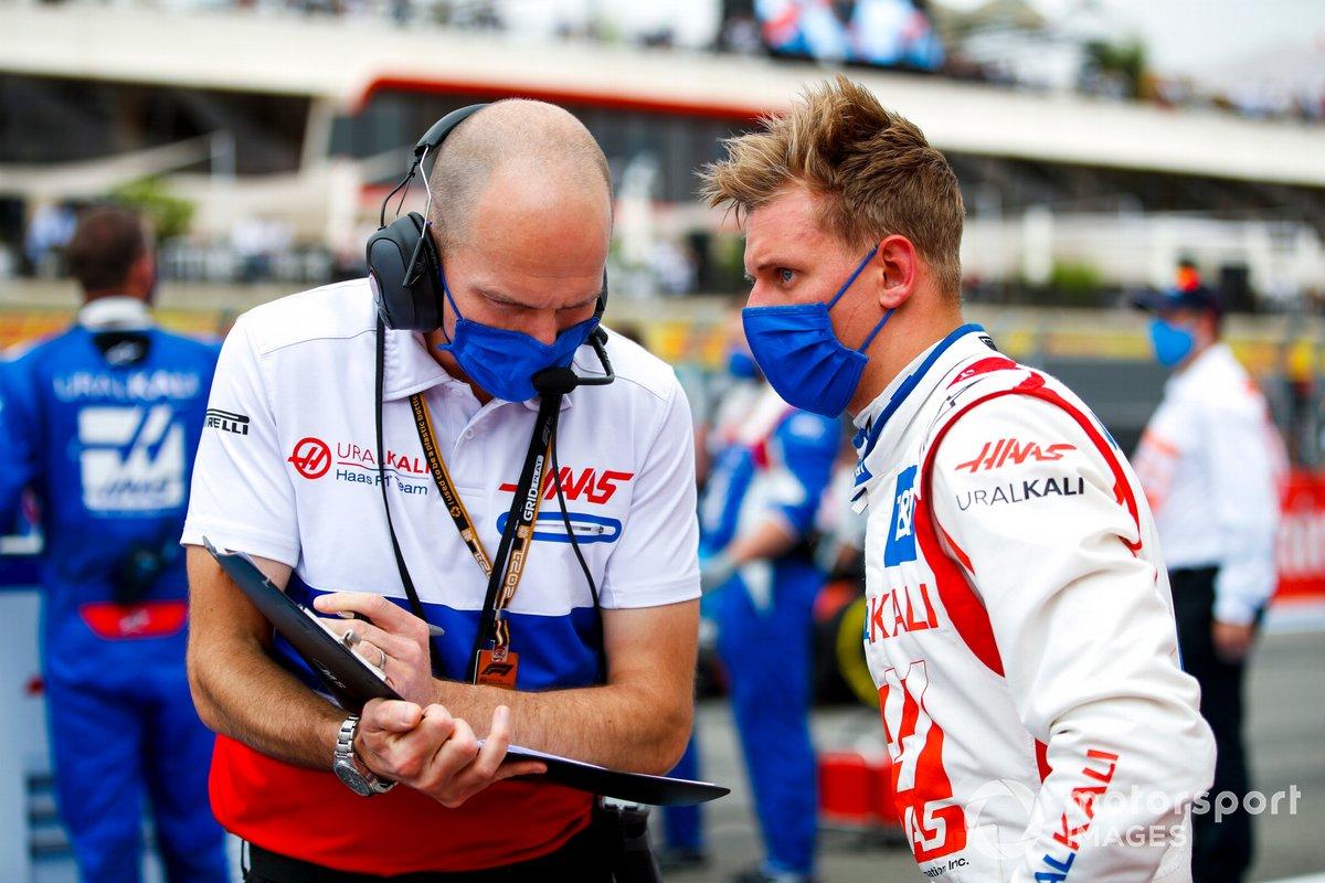 Mick Schumacher, Haas F1, con un ingenireo