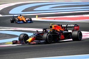 Sergio Pérez, Red Bull Racing RB16B, Daniel Ricciardo, McLaren MCL35M