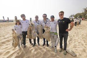Jamie Chadwick, Stephane Sarrazin, Veloce Racing team members help cleaning the beach