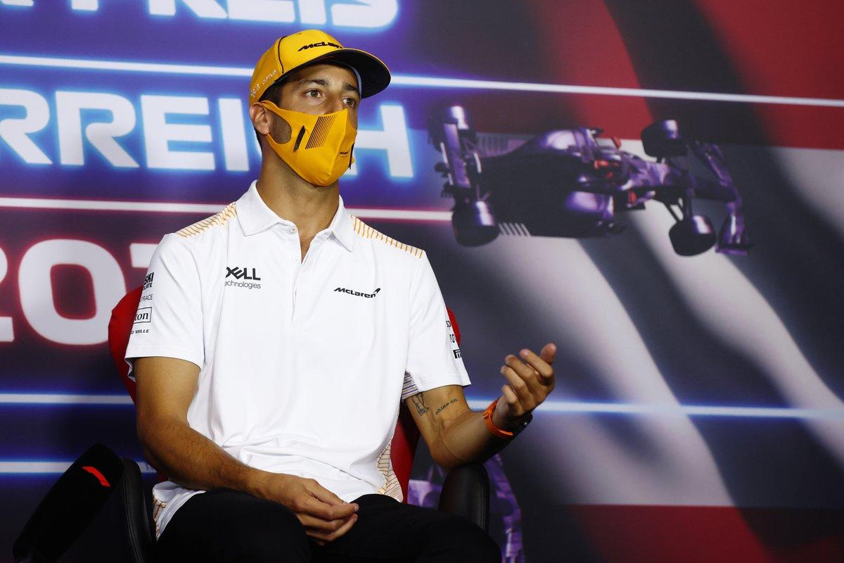 Daniel Ricciardo, McLaren durante la conferencia de prensa