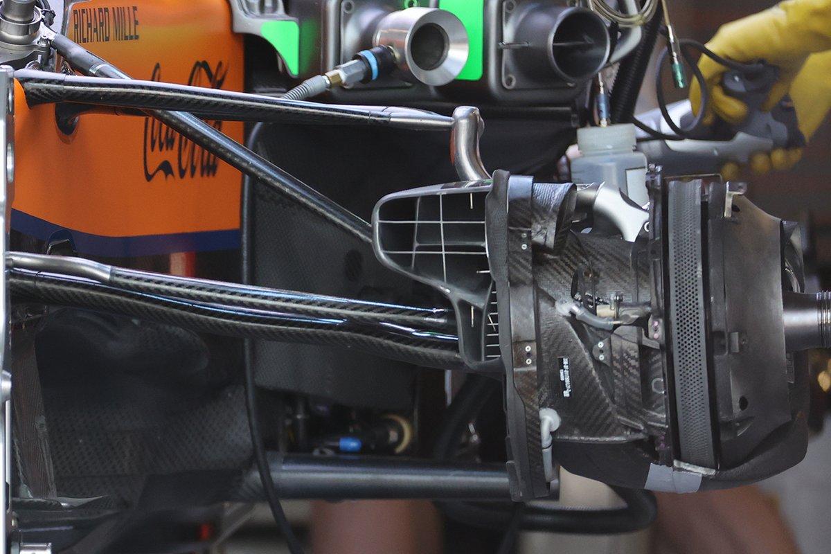 Detalle de los frenos del McLaren MCL35M