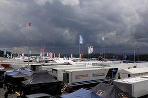 Dunkle Wolken über dem Fahrerlager am Nürburgring