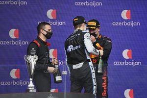 Oscar Piastri, Prema Racing, 2nd position, and Juri Vips, Hitech Grand Prix, 1st position, chat on the podium