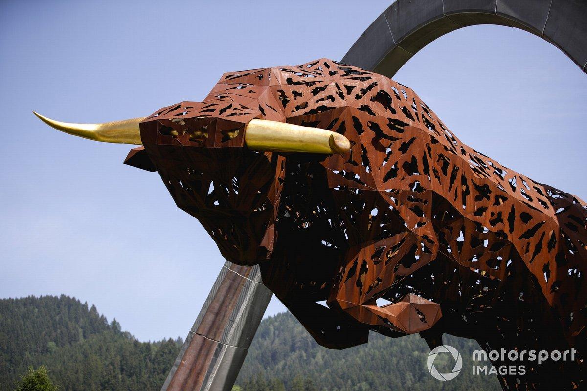 Escultura del toro de Red Bull