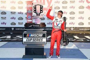 Kyle Larson, Hendrick Motorsports, Chevrolet Camaro Valvoline, celebrates in Victory Lane.