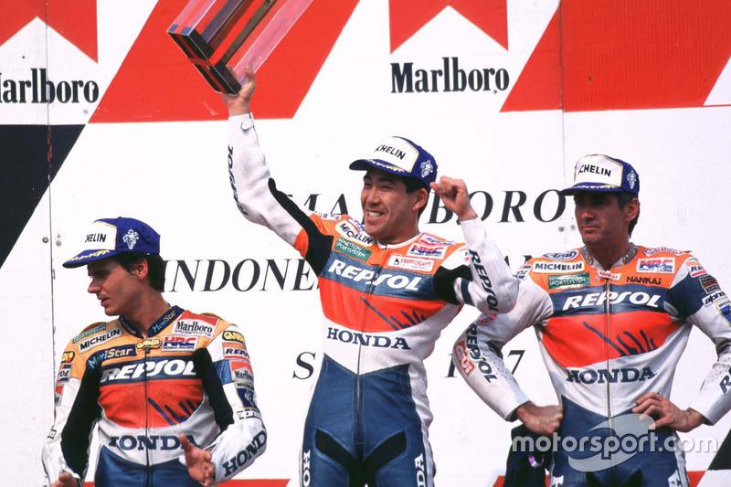Podio: ganador Tadayuki Okada, Honda, segundo Mick Doohan, Repsol Honda Team, tercero Alex Crivillé, Honda