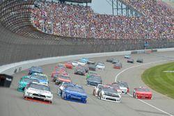 Brad Keselowski, Team Penske Ford, Elliott Sadler, JR Motorsports Chevrolet, Tyler Reddick, Chip Ganassi Racing Chevrolet