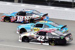 Kyle Busch, Joe Gibbs Racing Toyota, Daniel Hemric, Richard Childress Racing Chevrolet ve Tyler Redd