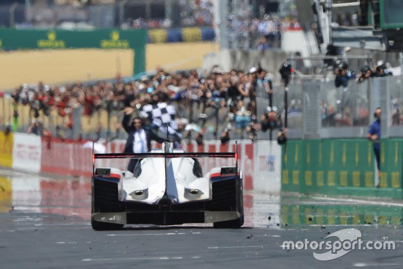 #2 Porsche Team Porsche 919 Hybrid: Timo Bernhard, Earl Bamber, Brendon Hartley se lleva la victoria