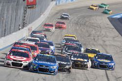 Kyle Larson, Chip Ganassi Racing Chevrolet, Jimmie Johnson, Hendrick Motorsports Chevrolet, Martin Truex Jr., Furniture Row Racing Toyota